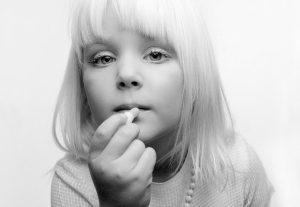 Little Girl with Lipstik / VISHAL Gallery / Haarlem